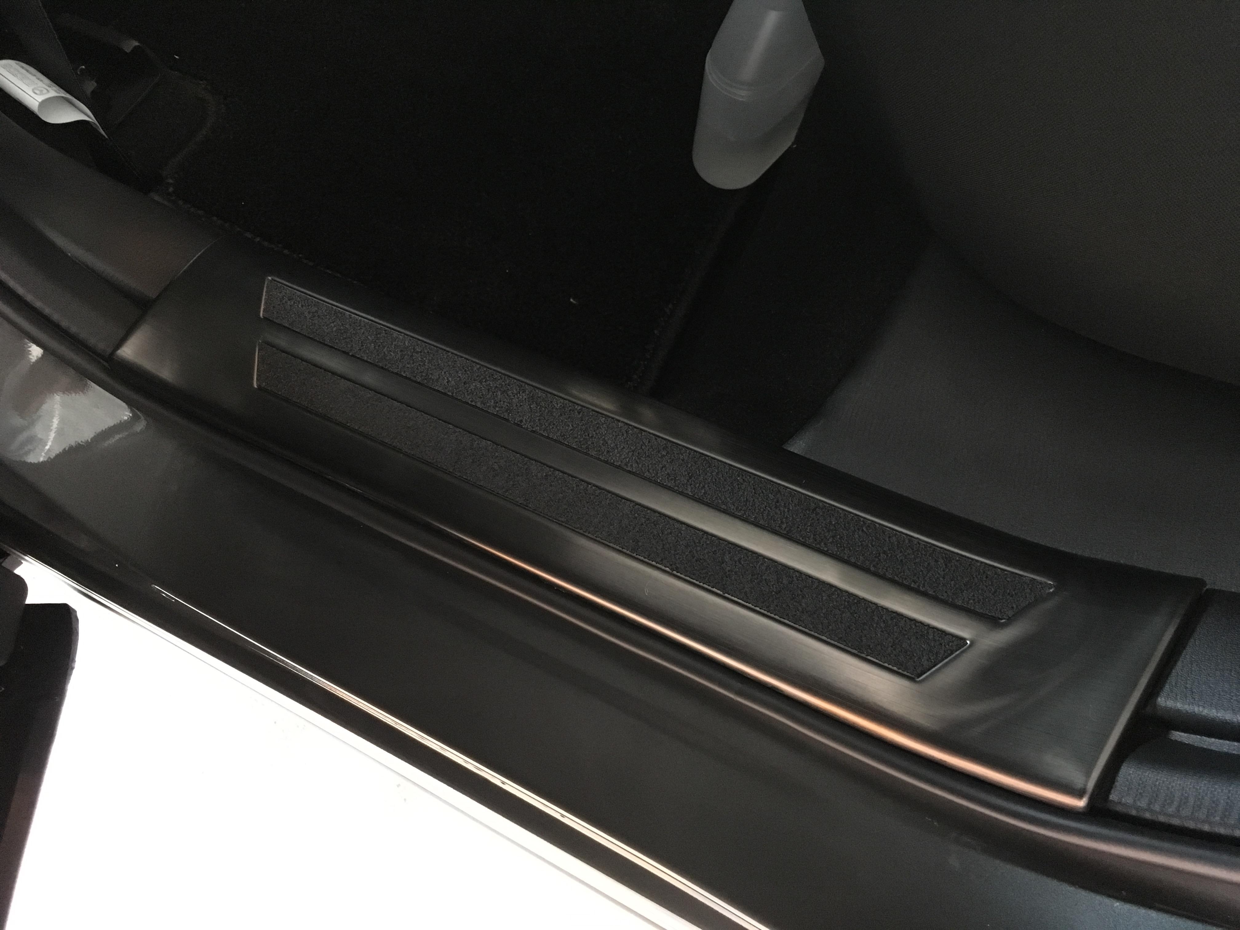 CX-5のカスタムに「両面テープの使い方」