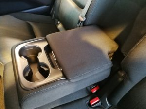 CX-8 セカンドシート アームレスト